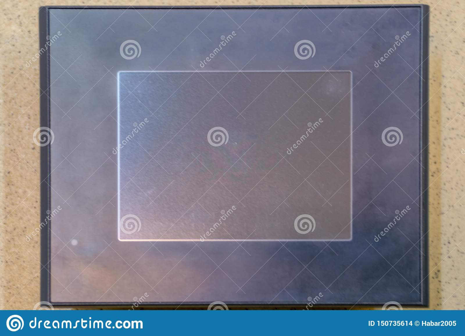 Dotyka panel Czarny LCD ekran na kamiennej teksturze