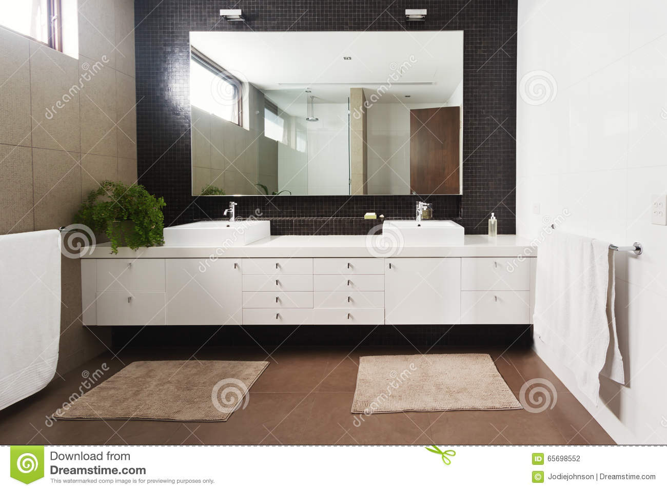 Double basin vanity and mirror in contemporary new for Novello salle de bain