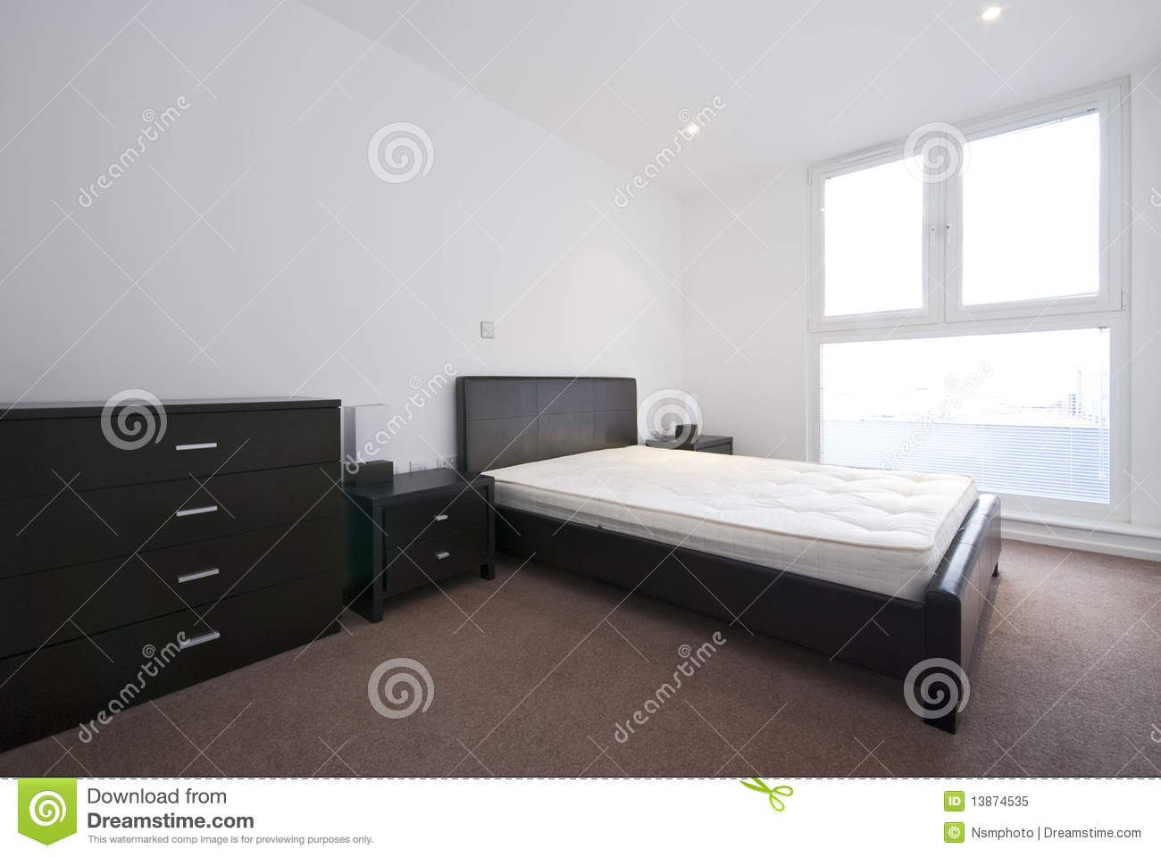 Double chambre coucher moderne avec le grand double b ti photo libre de droits image 13874535 for Photo de chambre a coucher moderne