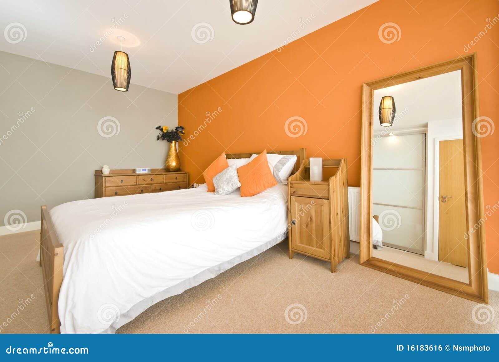Double chambre coucher moderne avec les meubles en bois for Chambre a coucher bois moderne