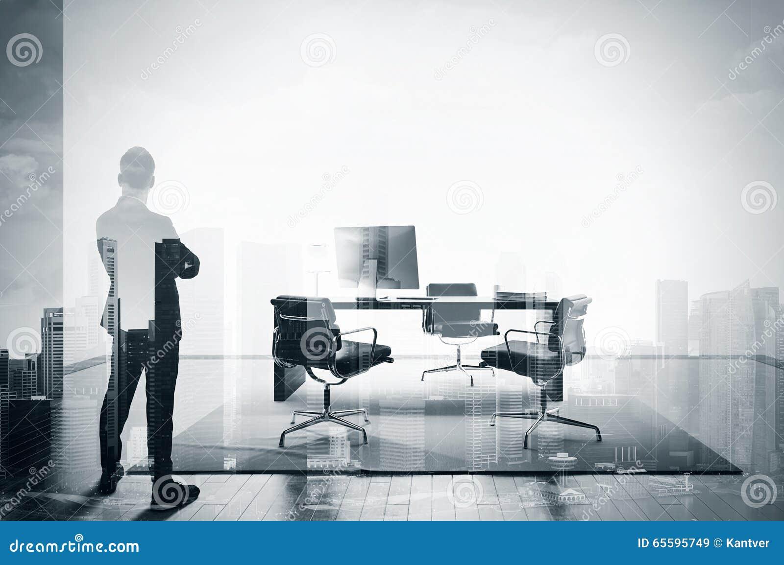 Double exposition de bw d homme d affaires dans le bureau