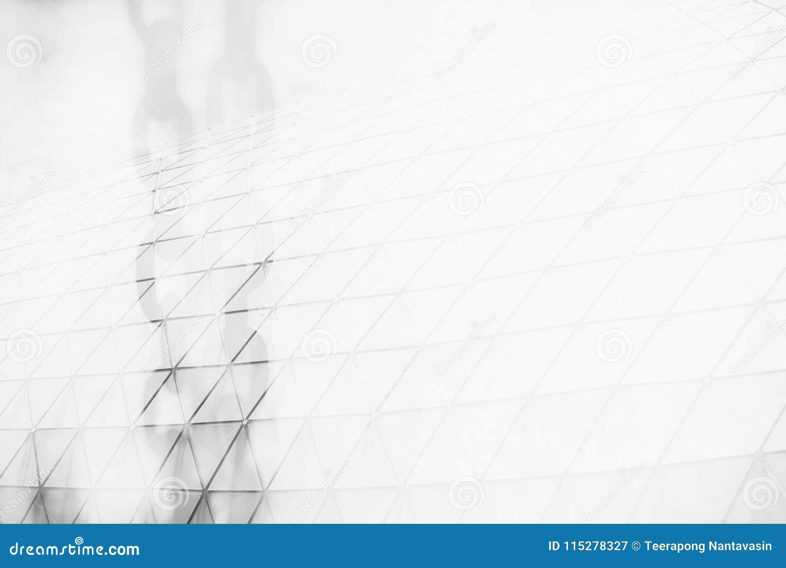 Double exposition des chaînes en métal et du bâtiment moderne avec l espace pour la texture