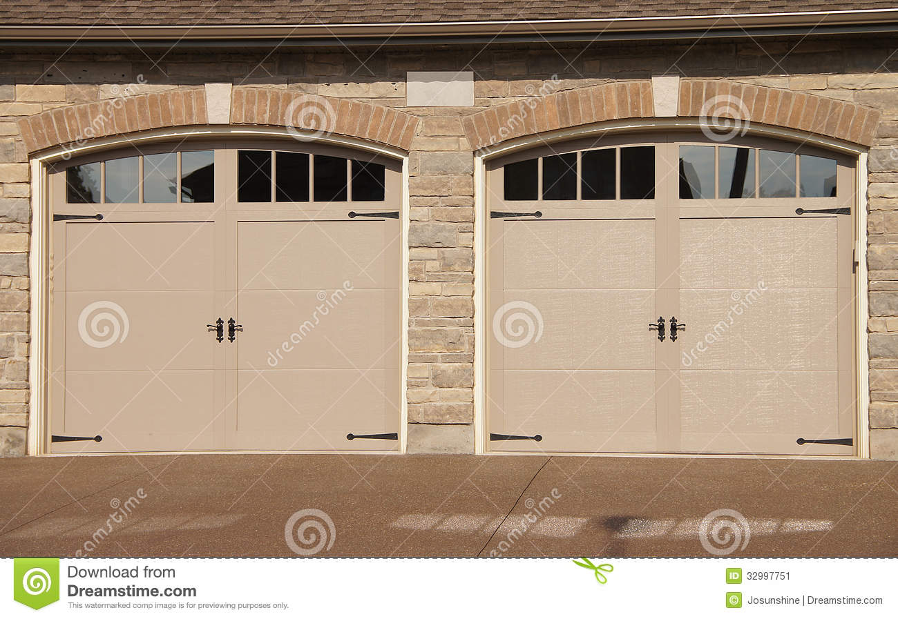 897 #85A922 Double Garage Doors With Windows And Driveway Pebbled Stone wallpaper Double Garage Doors With Windows 38451300