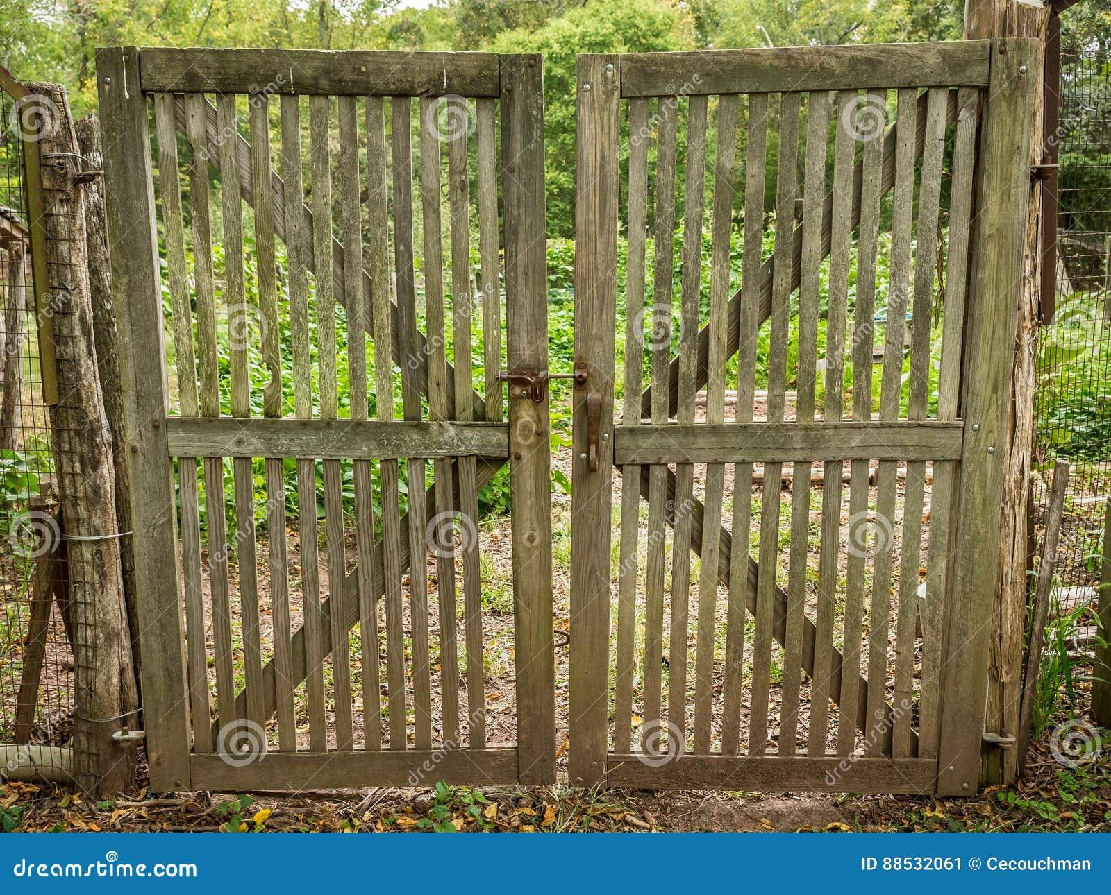 Double Porte De Jardin En Bois Image stock - Image du ...