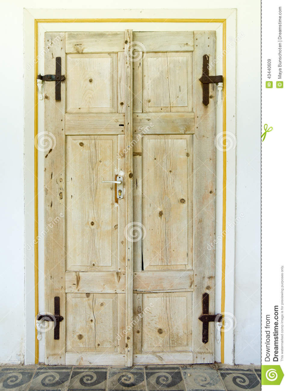 Doubles vieilles portes en bois photo stock image 43440609 for Vieille porte de ferme