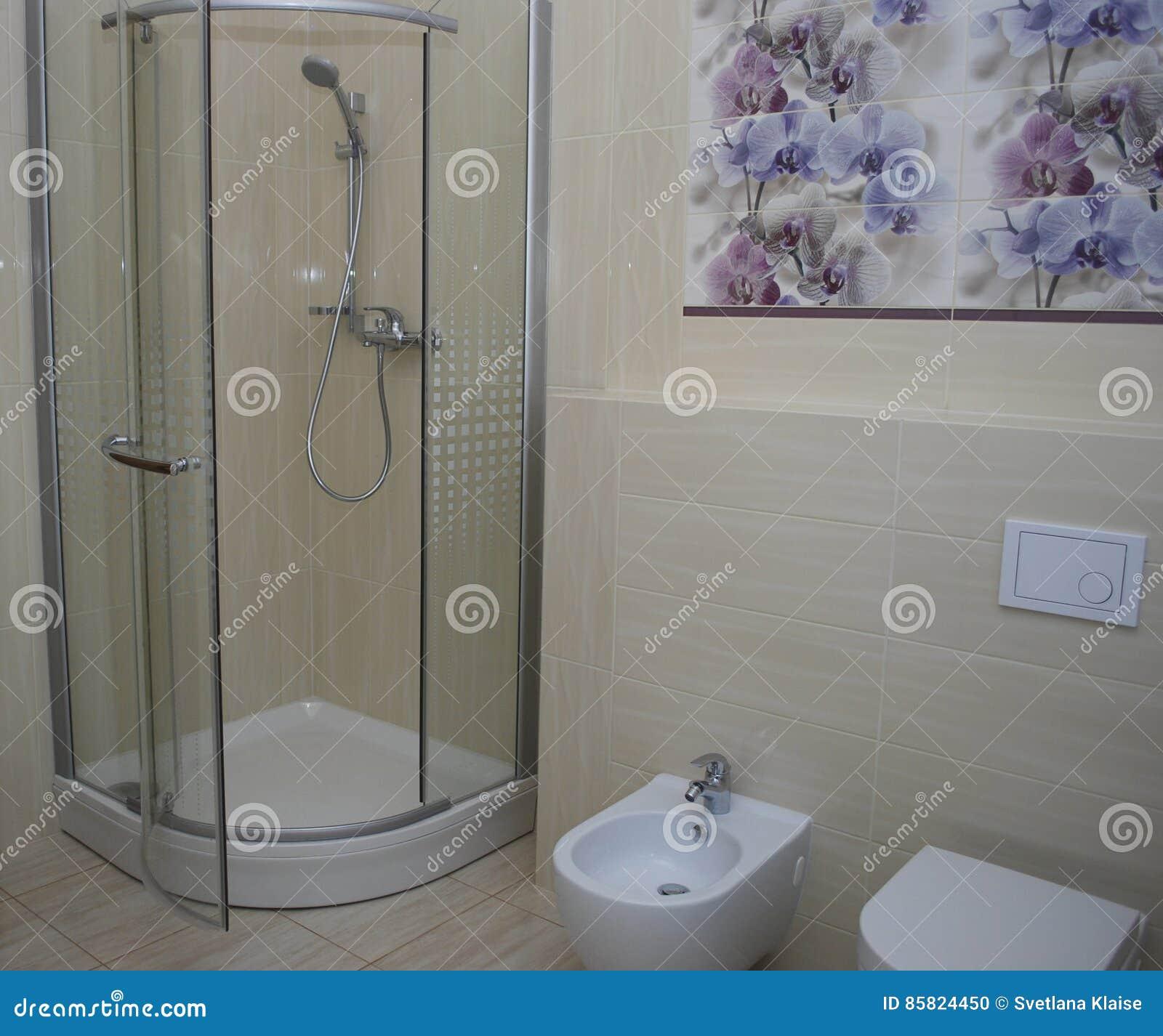 Salle De Bain Avec Toilette Et Douche ~ Douche Int Rieure De Salle De Bains Avec Une Porte Toilette