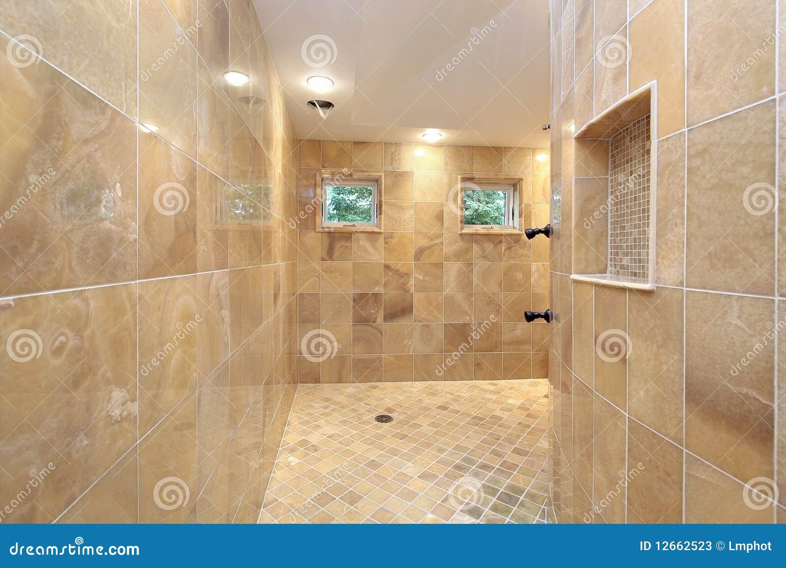Douche met marmeren muren stock foto 39 s afbeelding 12662523 - Marmeren douche ...