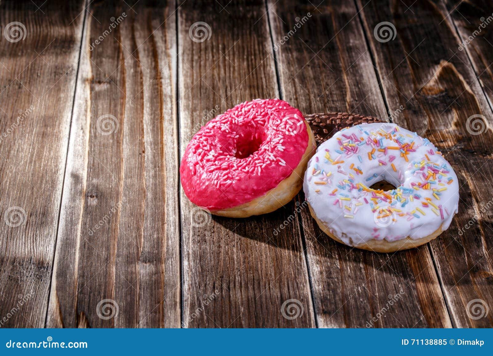 Doughnut ξύλινο υπόβαθρο