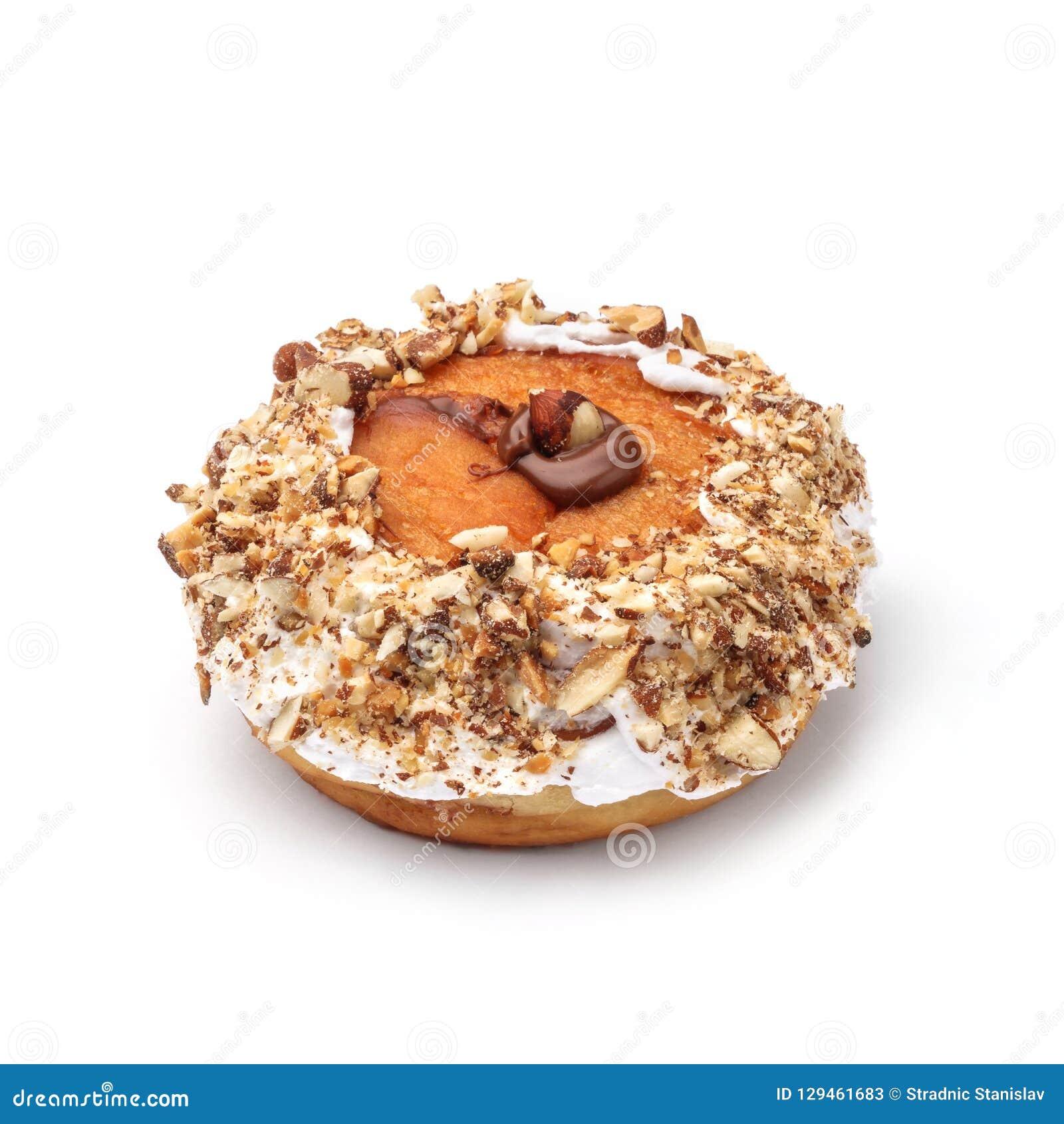 Doughnut met room en hazelnootkern Mening vanuit een vijfenveertig graadinvalshoek Geïsoleerd beeld