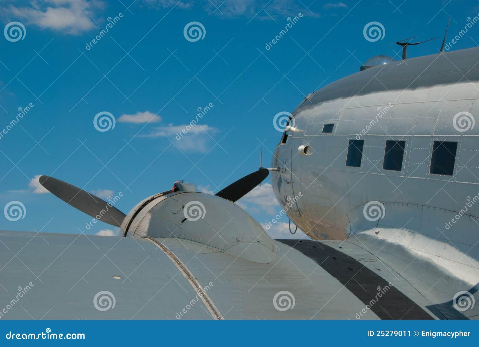 Douglas R4D Skytrain - Propeller-Flugzeug