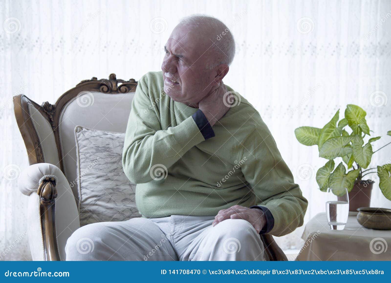 Douleur de vieil homme de douleur