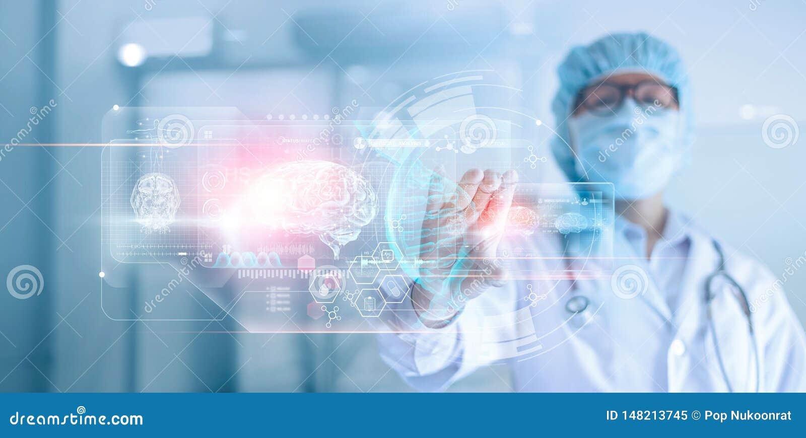 Doutor, cirurgião que analisa o resultado de testes paciente do cérebro e a anatomia humana, ADN em futurista digital tecnologico