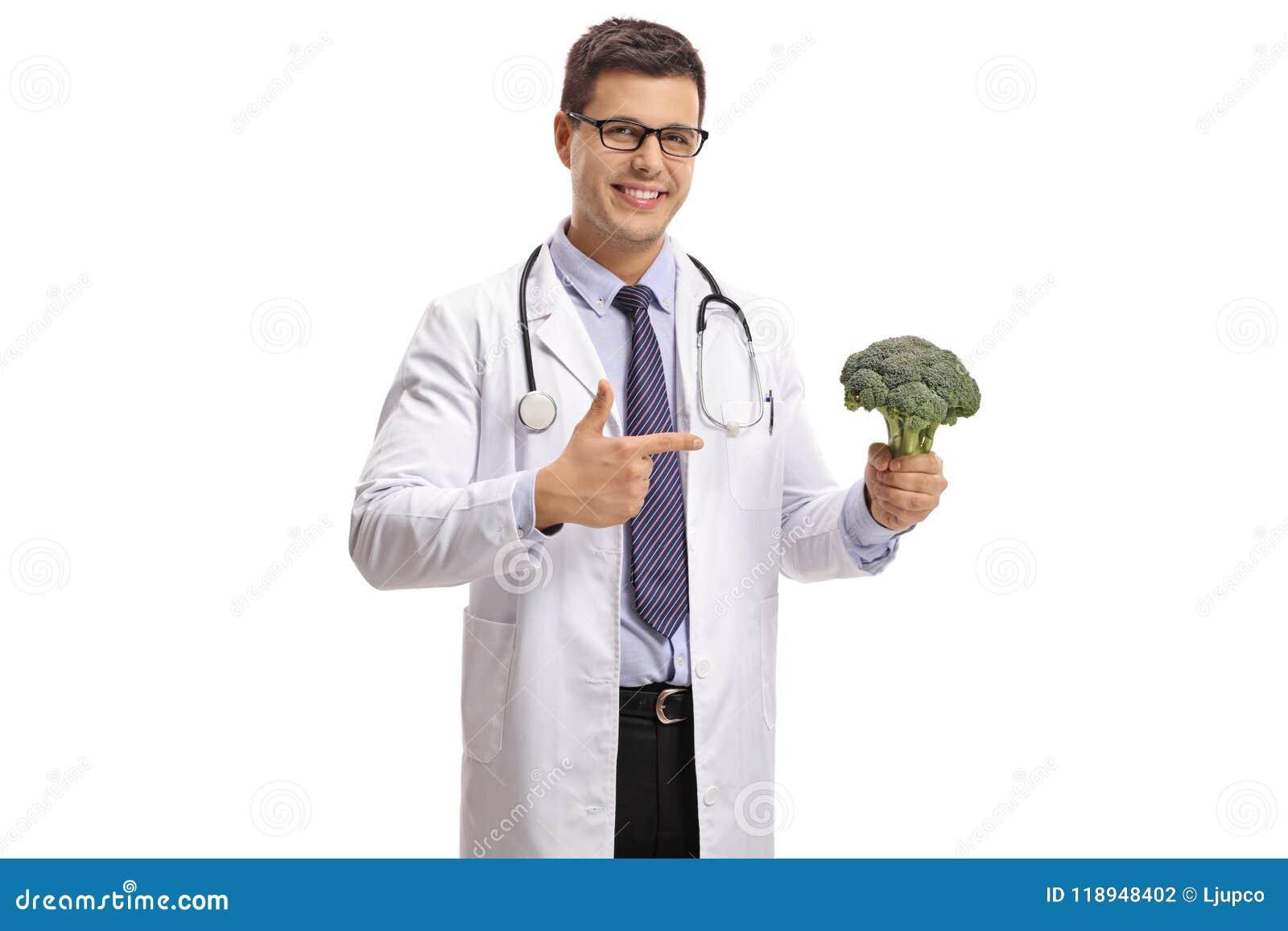 Doutor com apontar dos brócolis