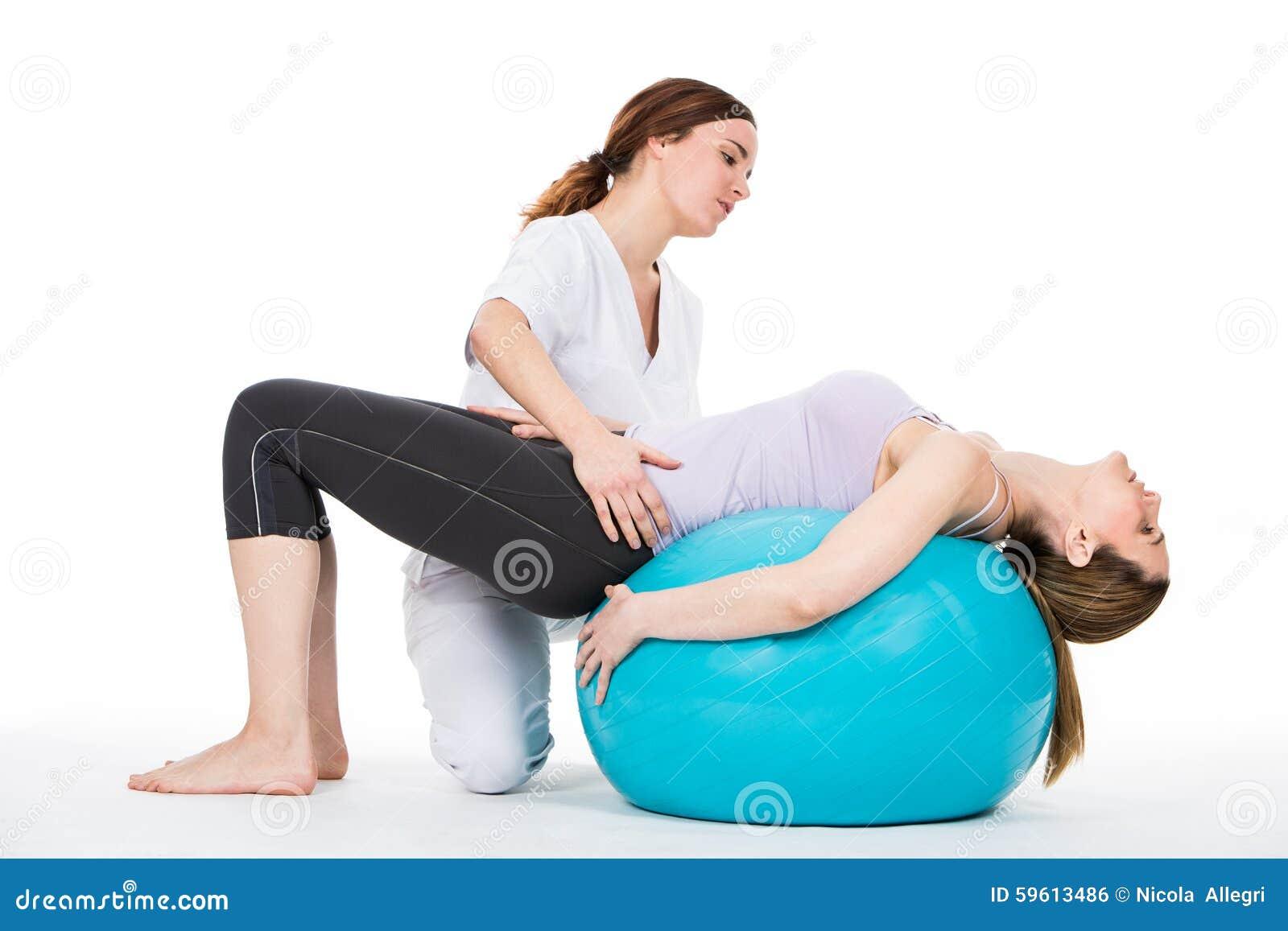 Doutor com o paciente médico da bola e da mulher