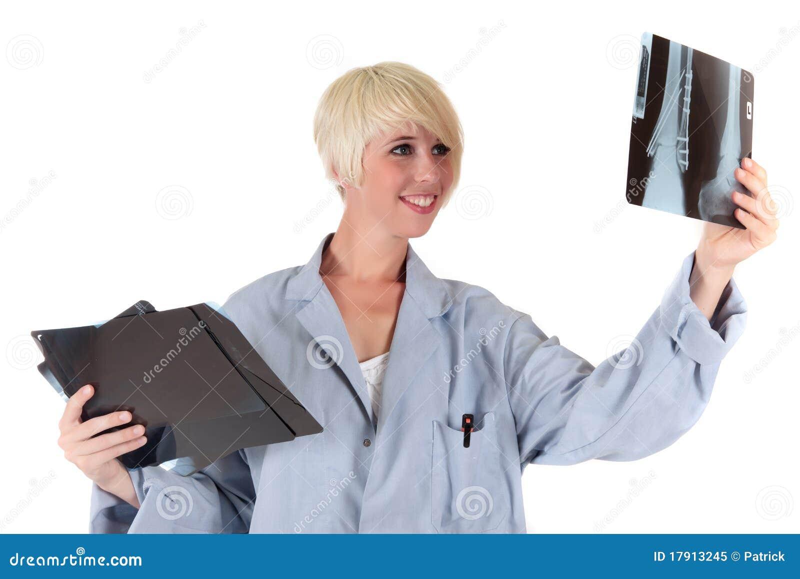 Doutor fêmea maduro atrativo