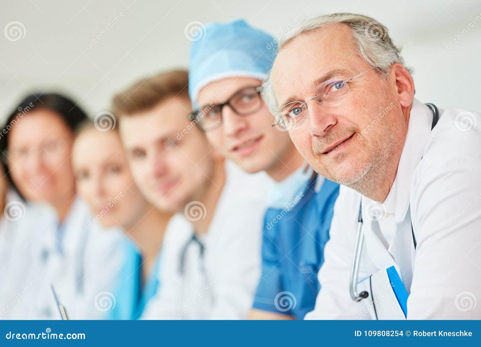 Doutor superior com experiência