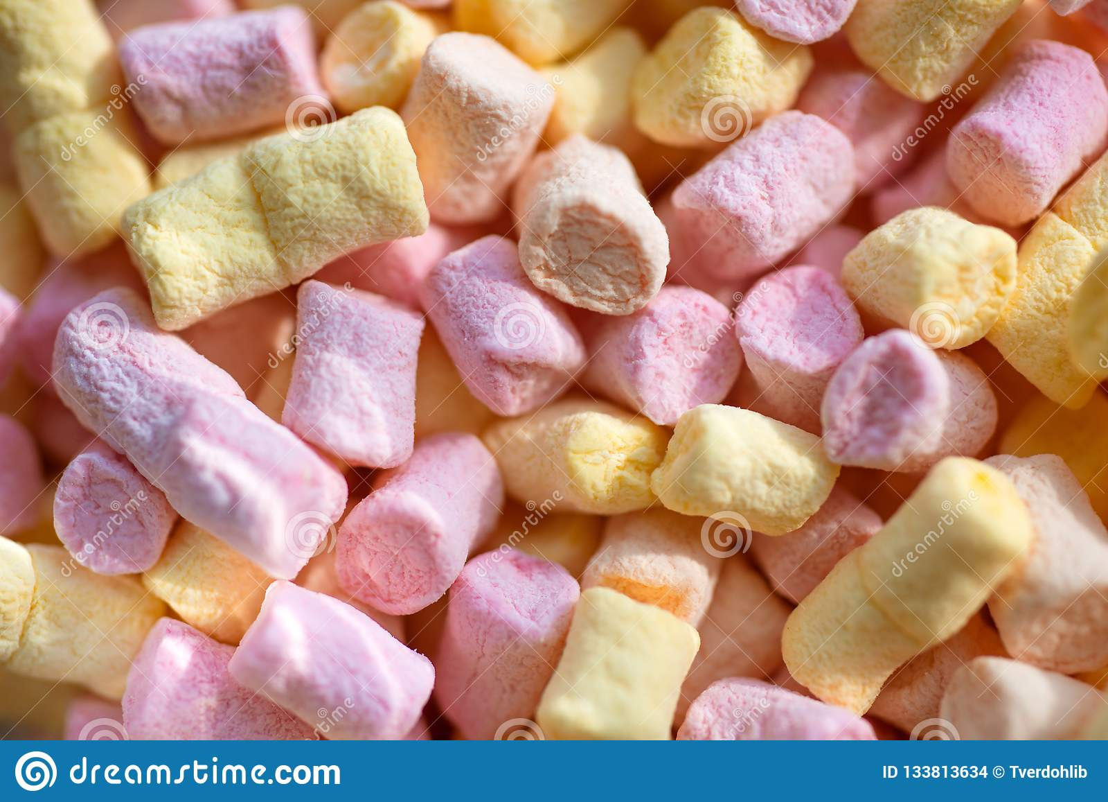 Doux et caoutchouteux Casse-croûte doux Mini fond ou texture coloré de guimauve Soufflé de guimauve avec la saveur douce