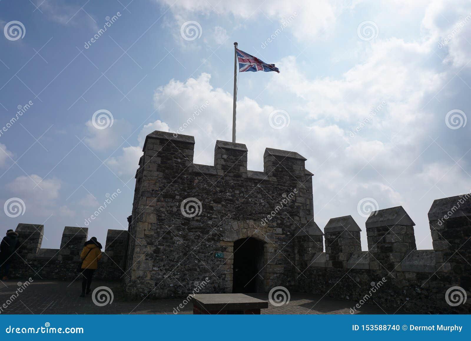 Dover Castle med Union Jack