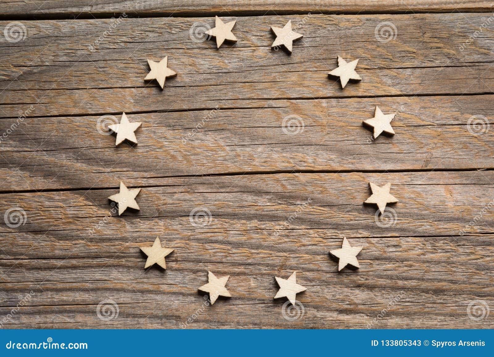 Doze estrelas de madeira do ofício formam o símbolo da União Europeia