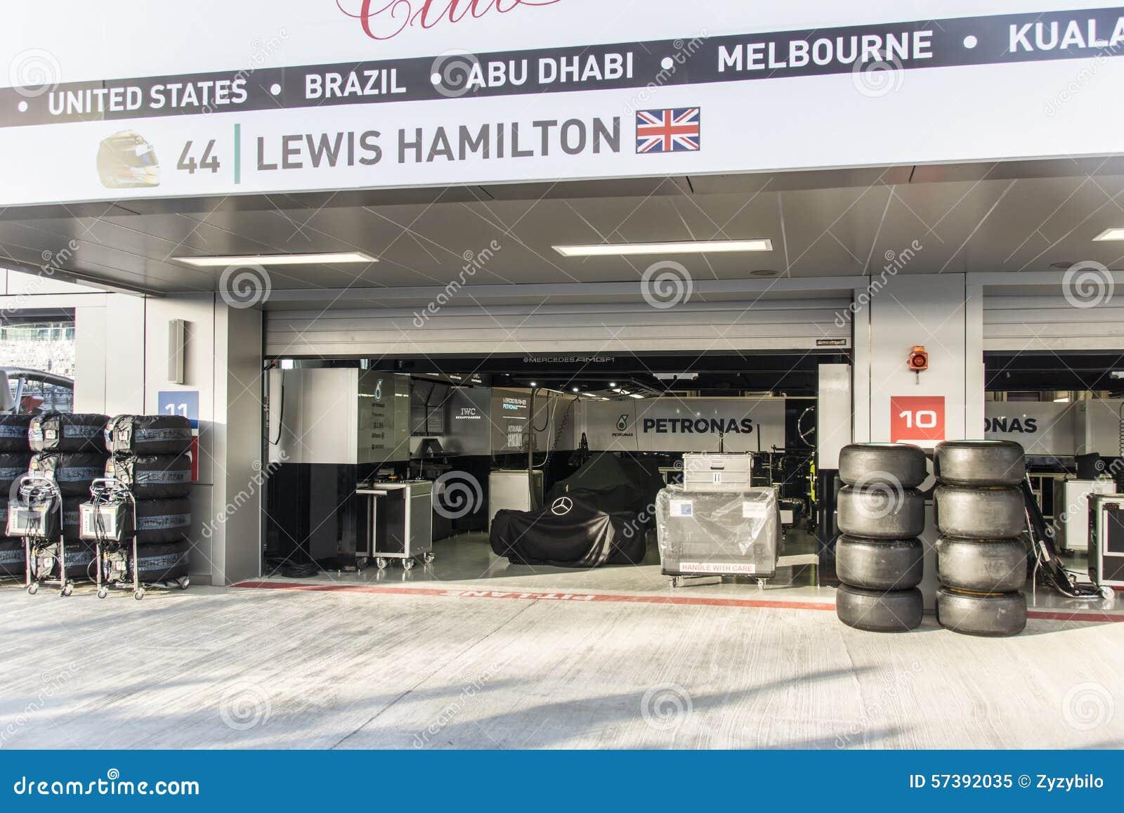 In dozen doend team Mercedes Gehulde raceauto Lewis Hamilton