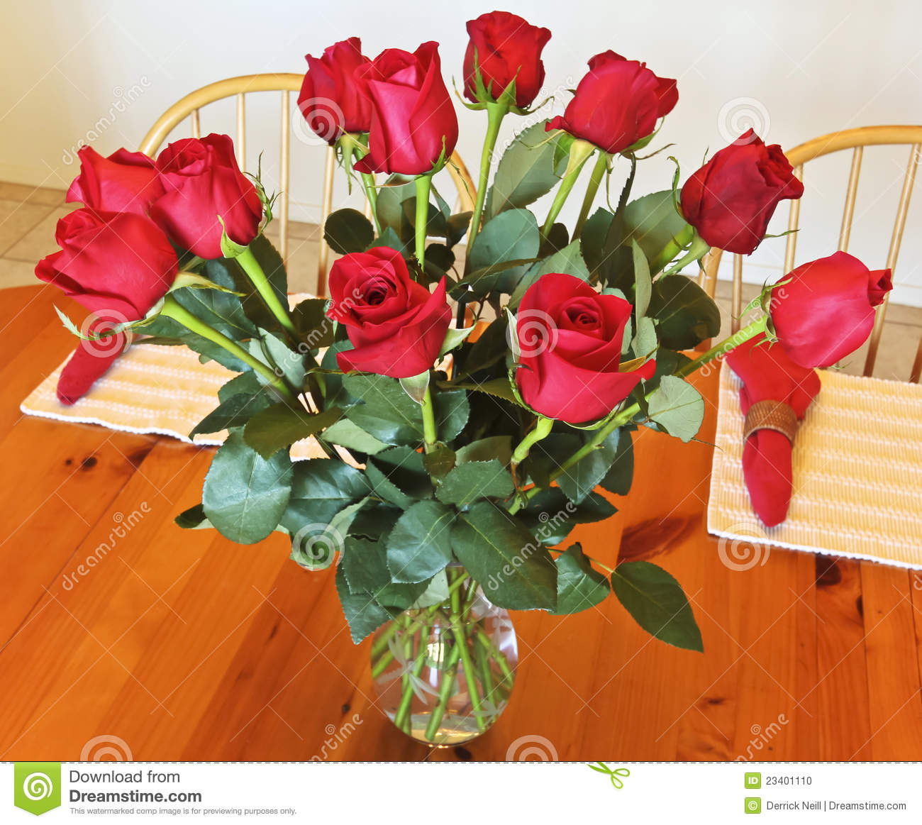 A Dozen Red Roses In A Crystal Vase Stock Photo Image 23401110