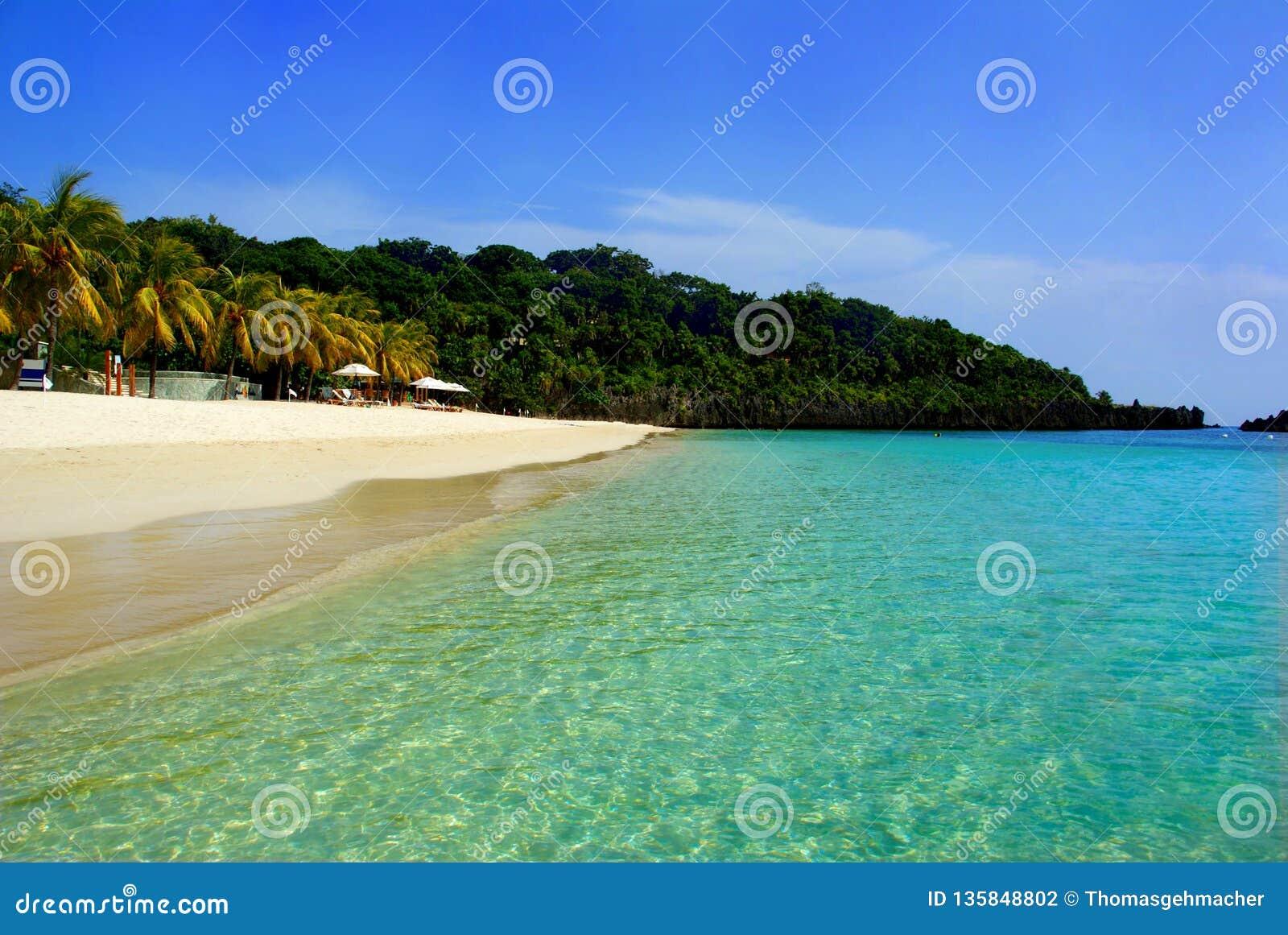Dröm- strand för vit sand på ön för Roatà ¡ n, Honduras