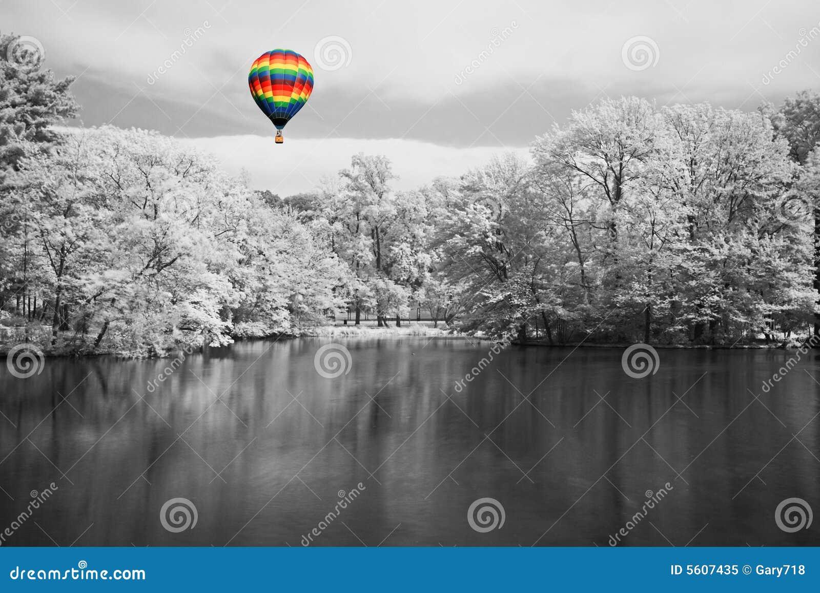 Drömlikt infrarött landskap