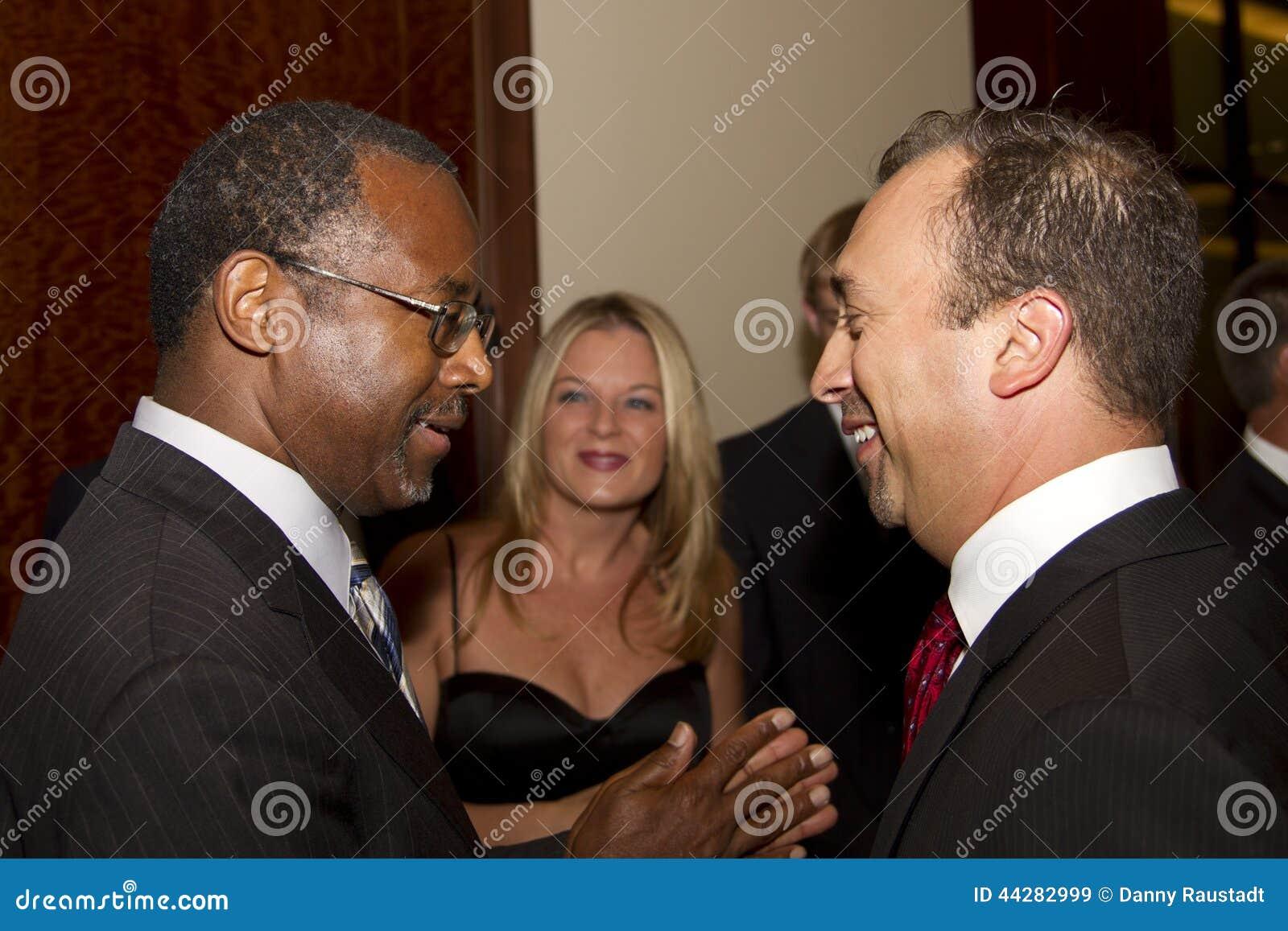 Dr. Ben E Carson que corre possivelmente para U Presidente de S