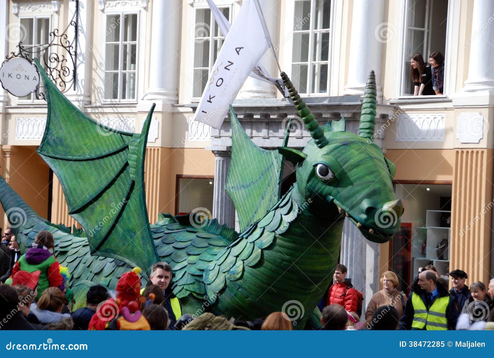 Dragão verde em Dragon Carnival