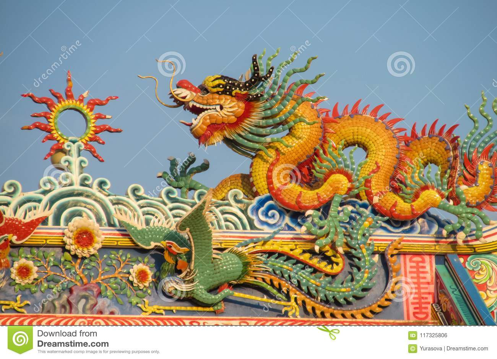 Dragón asiático en el templo chino