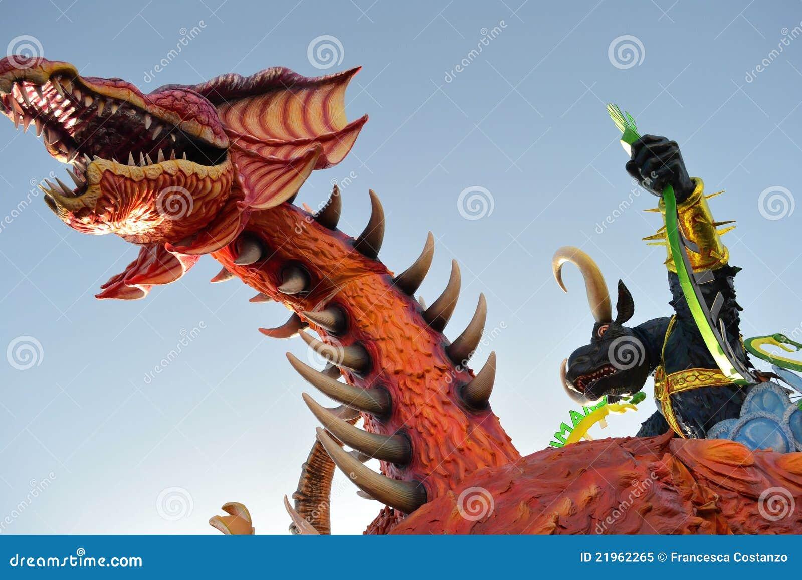 Dragón de Viareggio del carnaval un toro