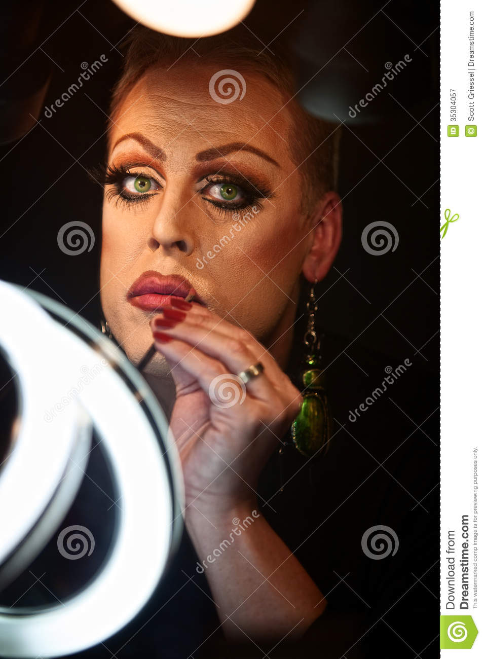 Drag queen using lipstick royalty free stock photography - image: 35304057.