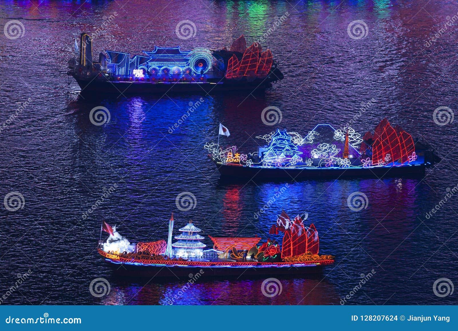 Dragon Boats no Pearl River em Guangzhou China
