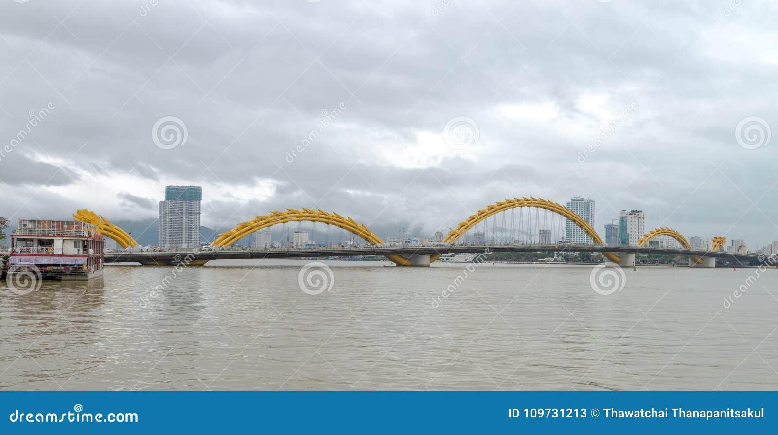 Dragon Bridge Cau Rong, Da Nang Vietname