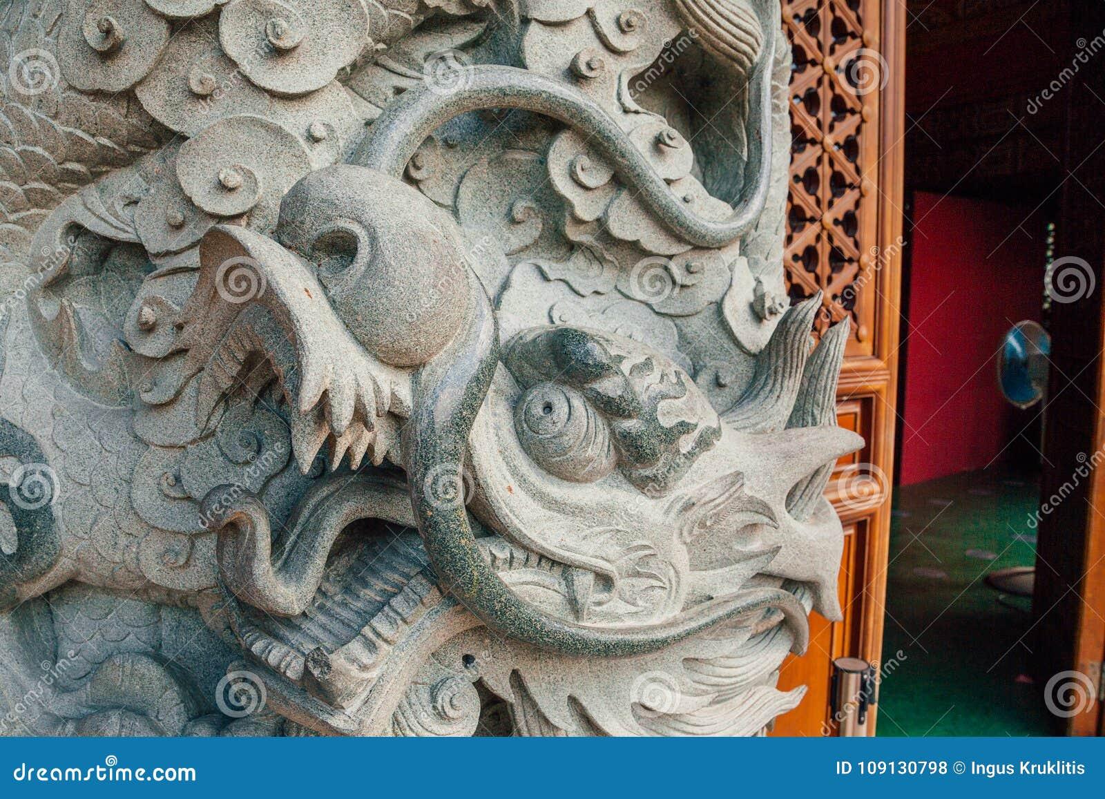 Dragon Column en pierre à PO Lin Monastery