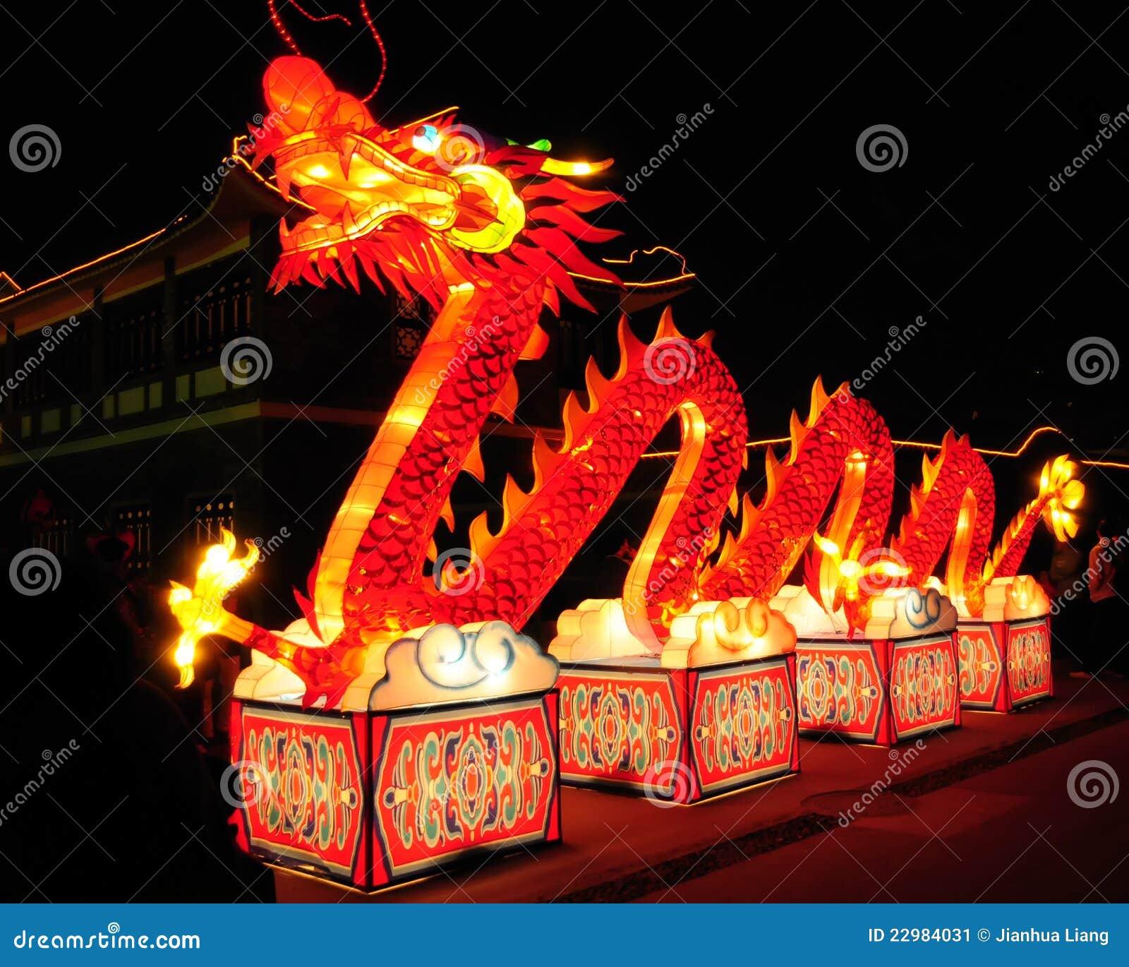 Dragon d éclairage pendant l année neuve chinoise