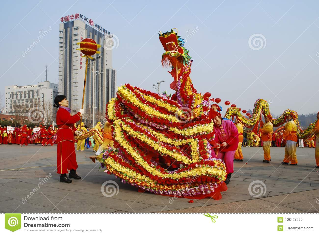 dragon dance traditional chinese spring festival celebration