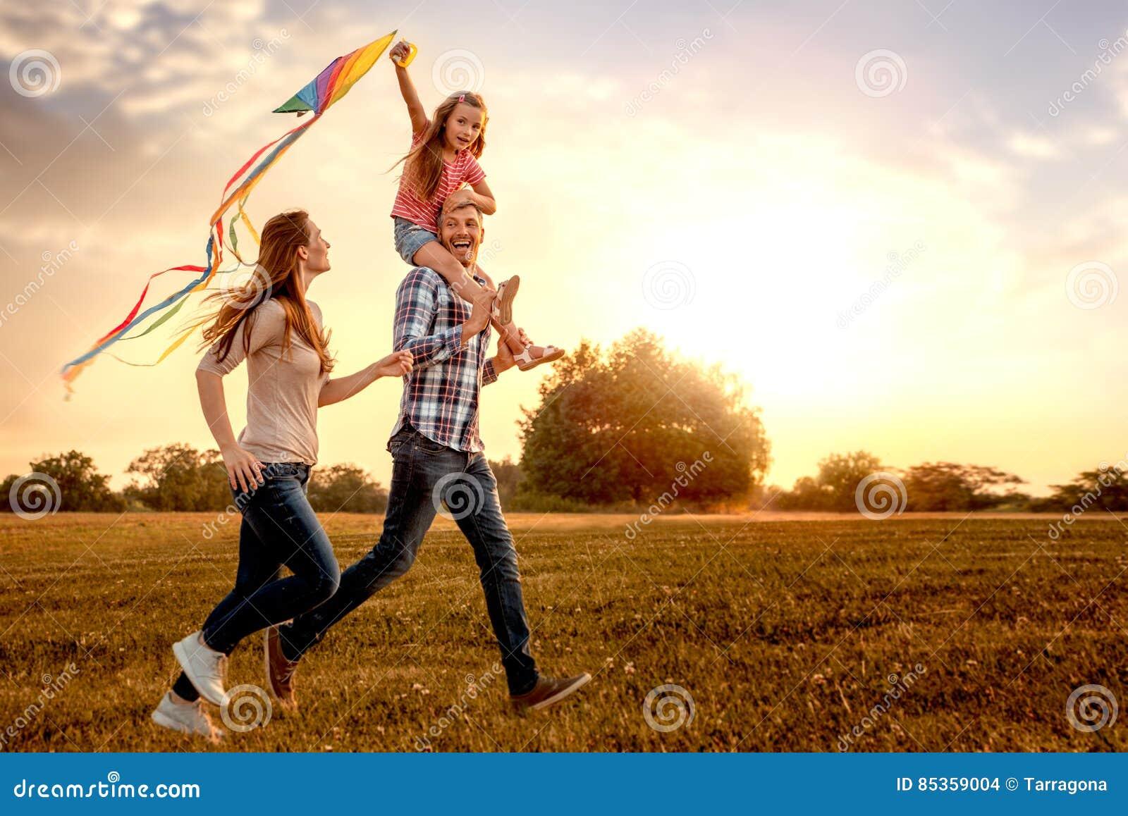 Dragon kite family