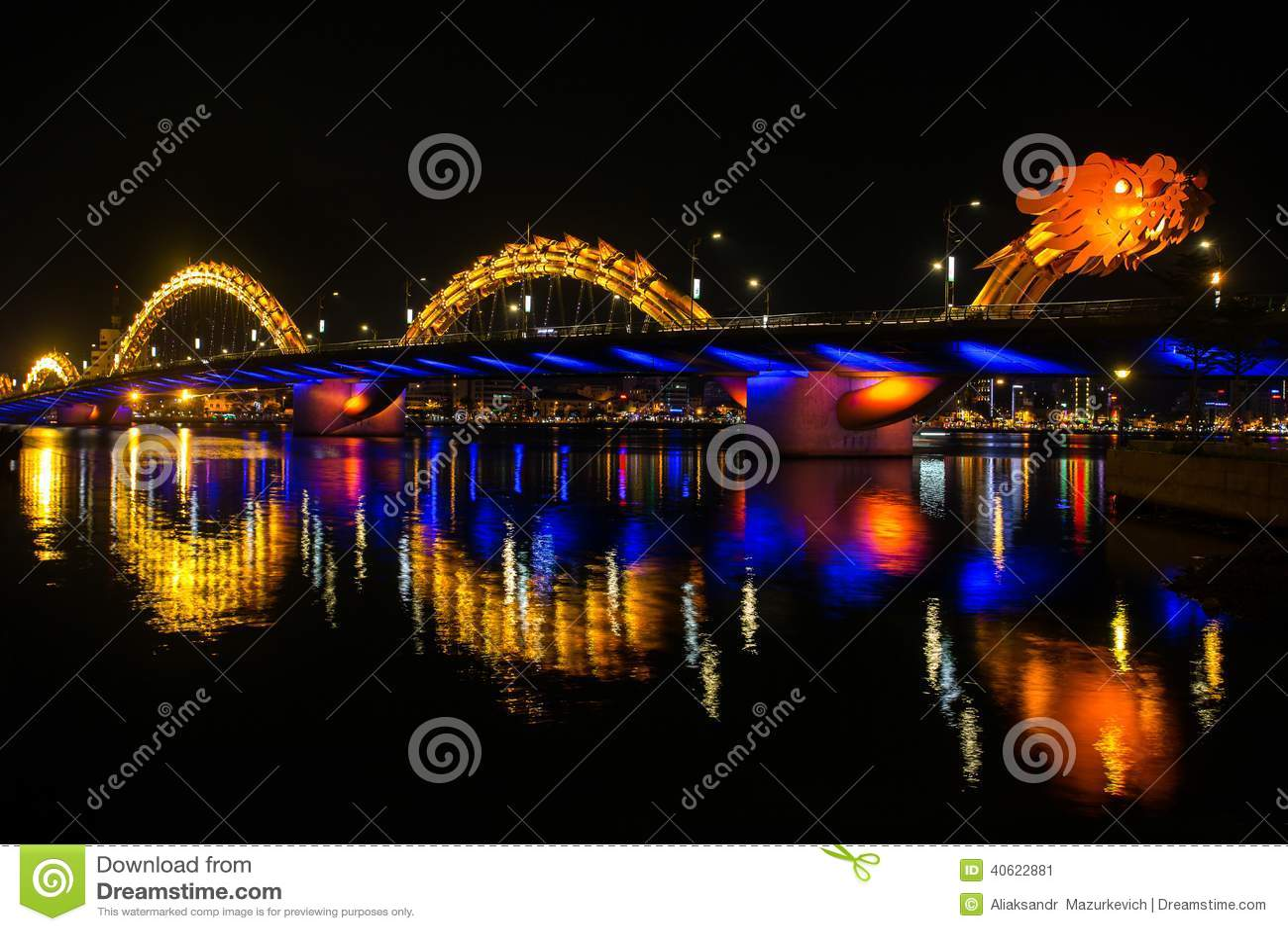 Dragon River Bridge (ponte de Rong) no Da Nang