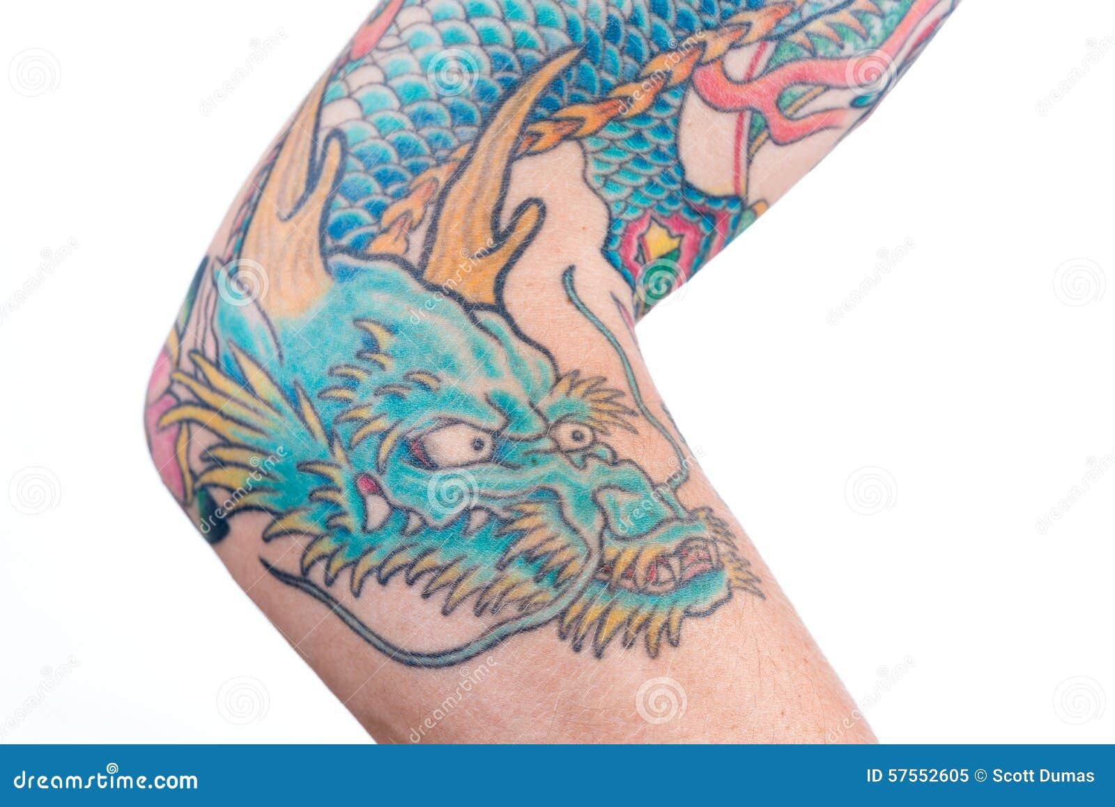 Cabezas De Dragones Para Tatuar dragon tattoo azul en el brazo imagen de archivo - imagen de