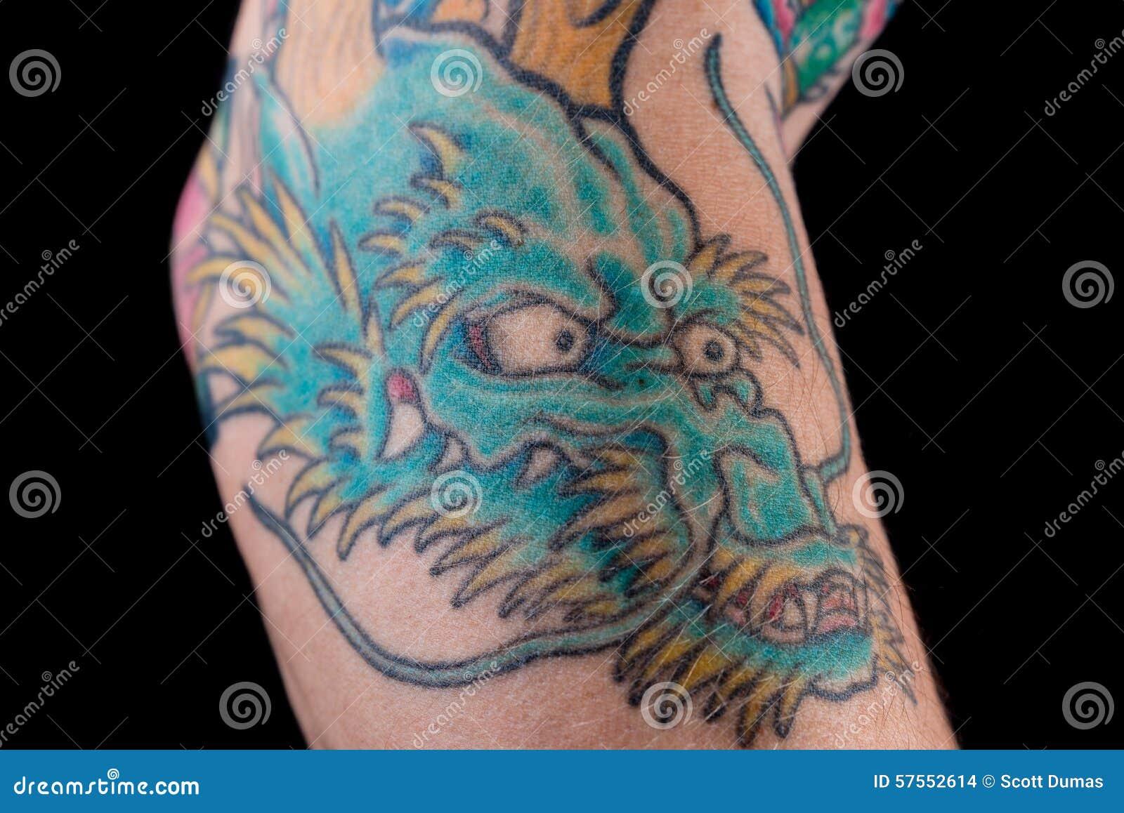 Dragon Tattoo Bleu Sur Le Bras Photo Stock Image Du Avant