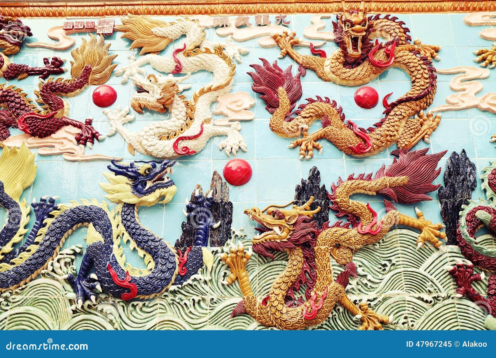 Drake för traditionell kines på väggen, asiatisk klassisk drakeskulptur