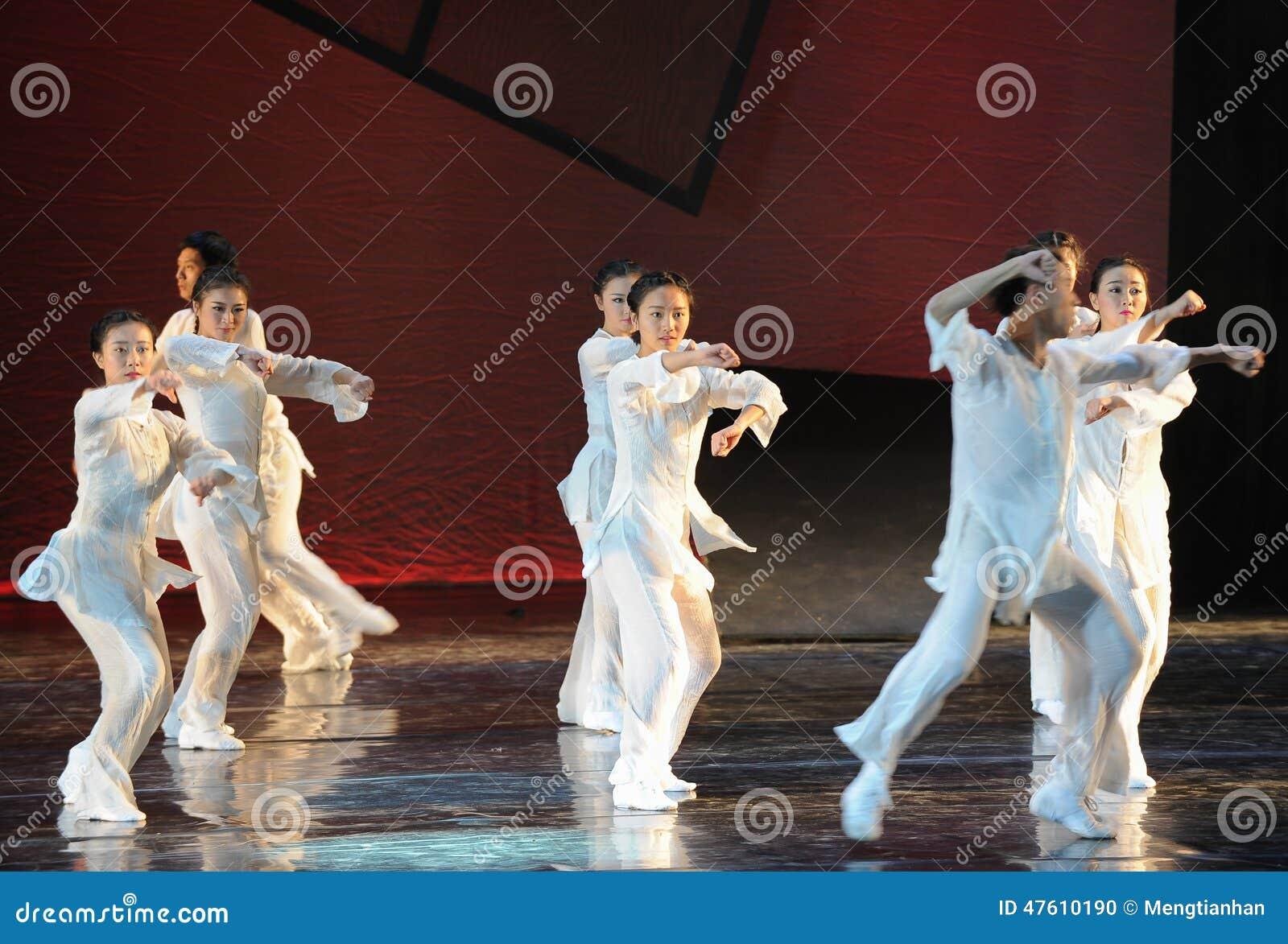 Drama de la danza del boxeo- de Taiji la leyenda de los héroes del cóndor