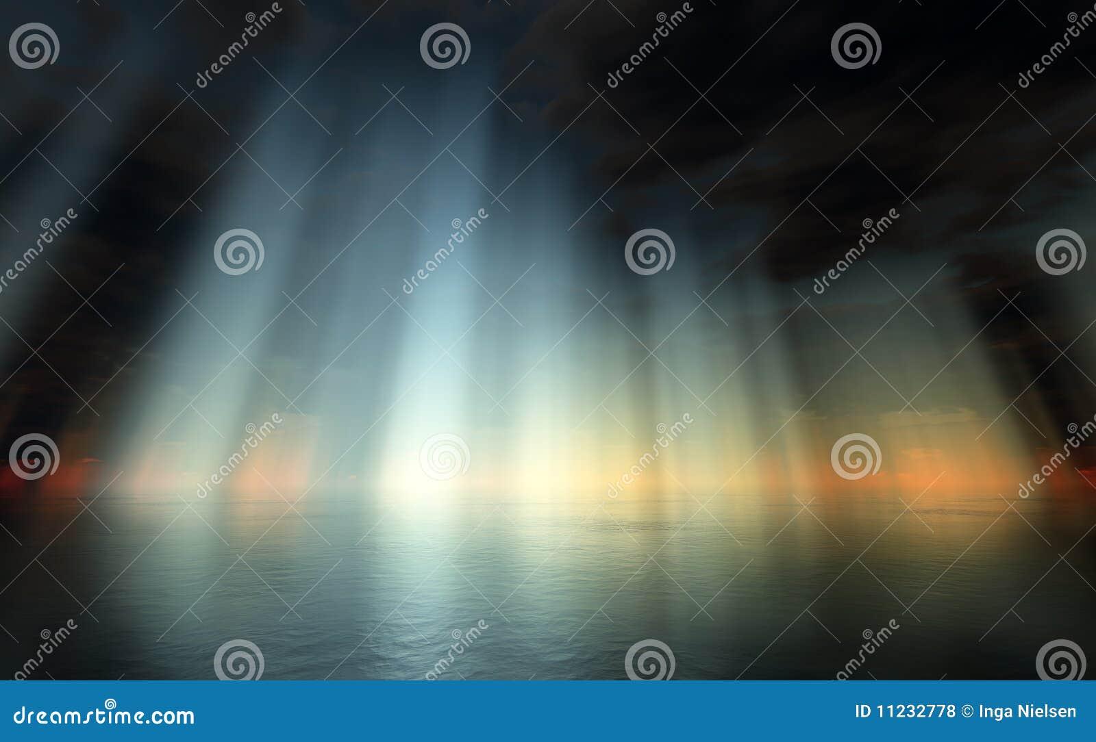 Dramatische hemel over overzees