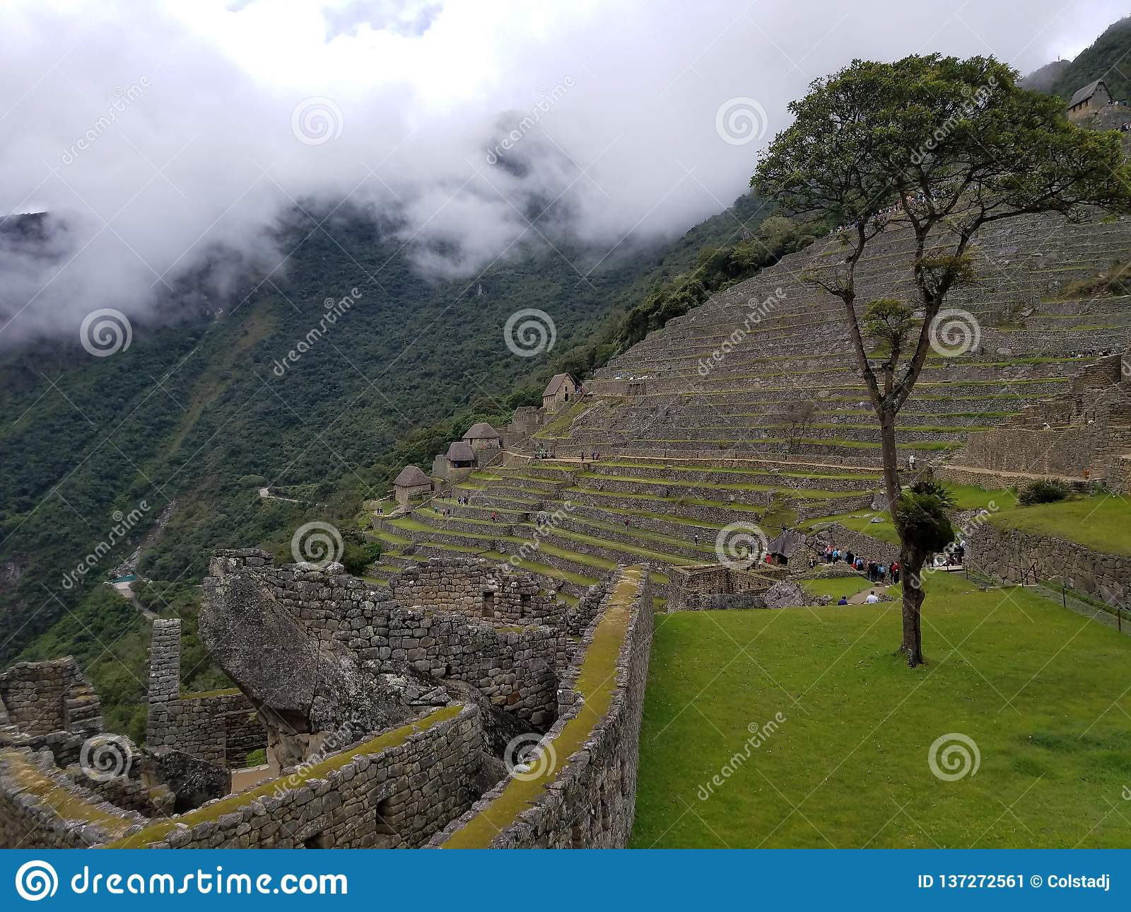 Dramatische Machu Picchu in de Wolken