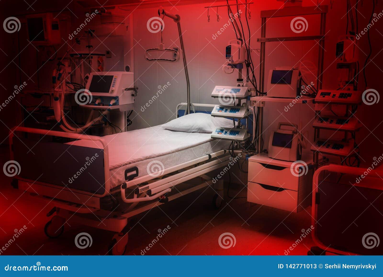Dramatische rode kleuren vrees en bezorgdheids de ruimteintensive care van de het ziekenhuisnoodsituatie modern materiaal, concep