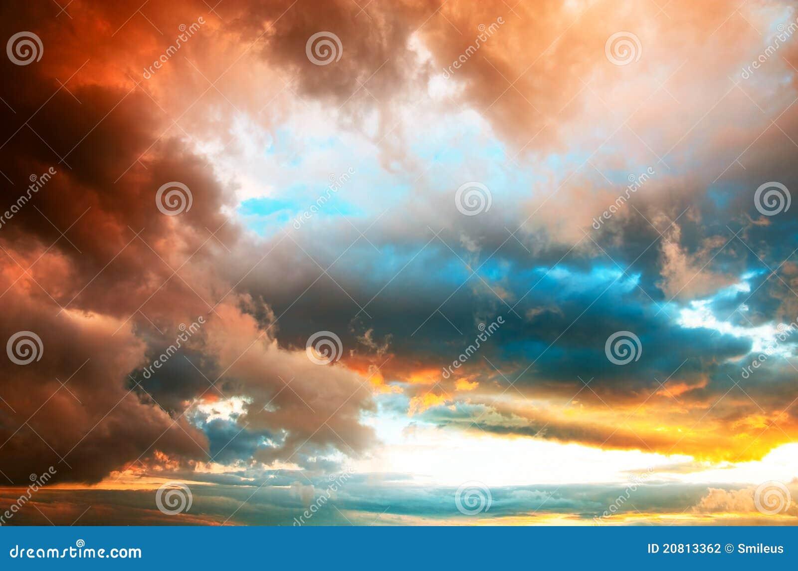 Dramatische zonsondergang cloudscape