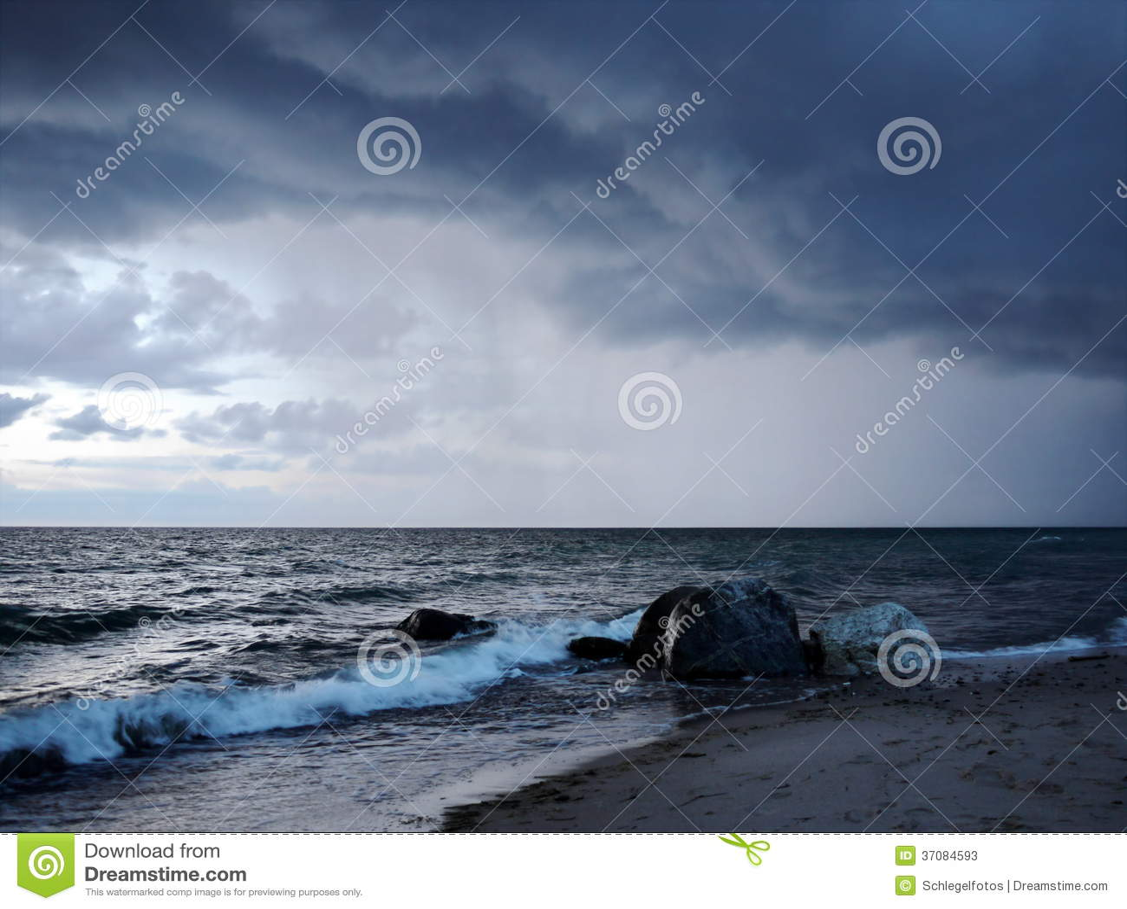 Download Dramatyczna Burza Na Oceanie Obraz Stock - Obraz złożonej z chmury, błyskawica: 37084593