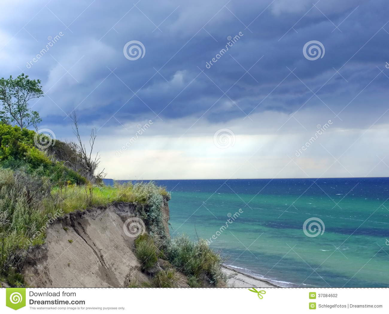 Download Dramatyczna Burza Na Oceanie Zdjęcie Stock - Obraz złożonej z pogoda, wiatr: 37084602