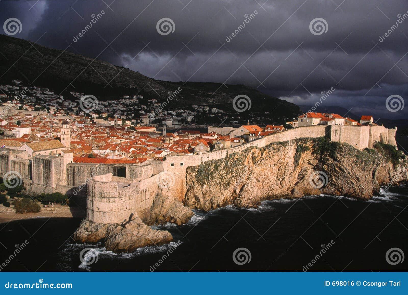 Dramatyczny Dubrovnik światło nad